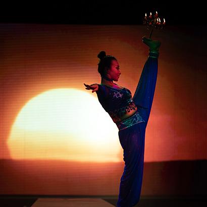 palais-show-landau-akrobatik-kerzen